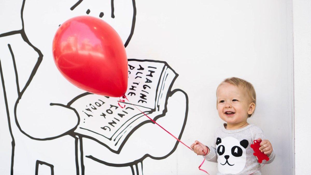 風船と赤ちゃん