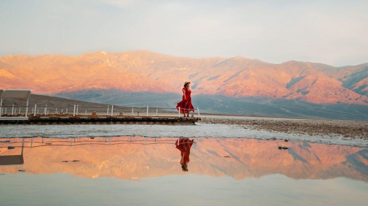 美しい風景と女性